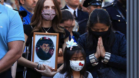 بالصور: الولايات المتحدة تحيي ذكرى هجمات 11 سبتمبر بالصمت والدموع صورة رقم 2