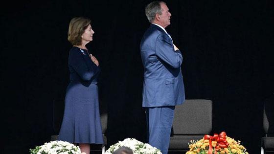 بالصور: الولايات المتحدة تحيي ذكرى هجمات 11 سبتمبر بالصمت والدموع صورة رقم 7