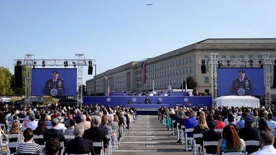 بالصور: الولايات المتحدة تحيي ذكرى هجمات 11 سبتمبر بالصمت والدموع صورة رقم 8