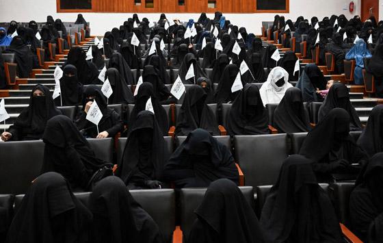 بالصور: ملابس ملونة وتقليدية رائعة.. الأفغانيات يتحدين نساء طالبان! صورة رقم 2