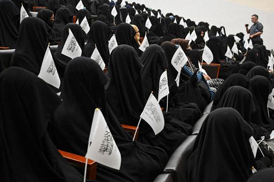 بالصور: ملابس ملونة وتقليدية رائعة.. الأفغانيات يتحدين نساء طالبان! صورة رقم 3