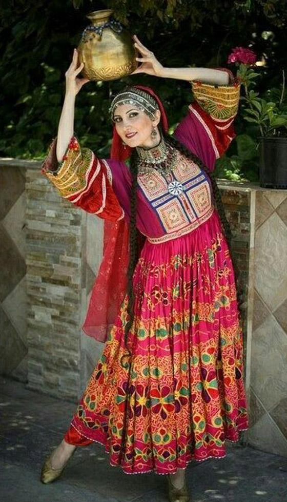 بالصور: ملابس ملونة وتقليدية رائعة.. الأفغانيات يتحدين نساء طالبان! صورة رقم 4