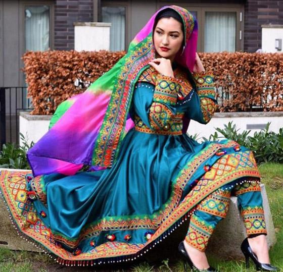 بالصور: ملابس ملونة وتقليدية رائعة.. الأفغانيات يتحدين نساء طالبان! صورة رقم 6