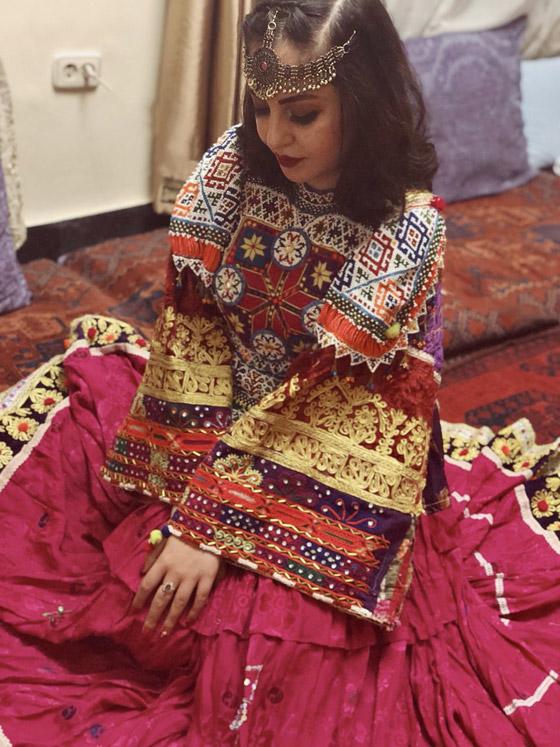 بالصور: ملابس ملونة وتقليدية رائعة.. الأفغانيات يتحدين نساء طالبان! صورة رقم 8