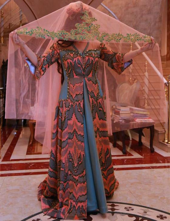 بالصور: ملابس ملونة وتقليدية رائعة.. الأفغانيات يتحدين نساء طالبان! صورة رقم 13