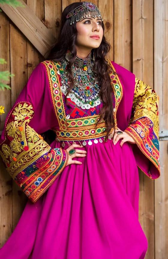 بالصور: ملابس ملونة وتقليدية رائعة.. الأفغانيات يتحدين نساء طالبان! صورة رقم 16