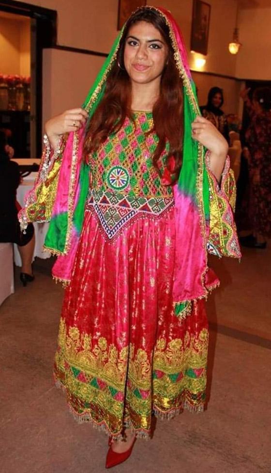 بالصور: ملابس ملونة وتقليدية رائعة.. الأفغانيات يتحدين نساء طالبان! صورة رقم 18