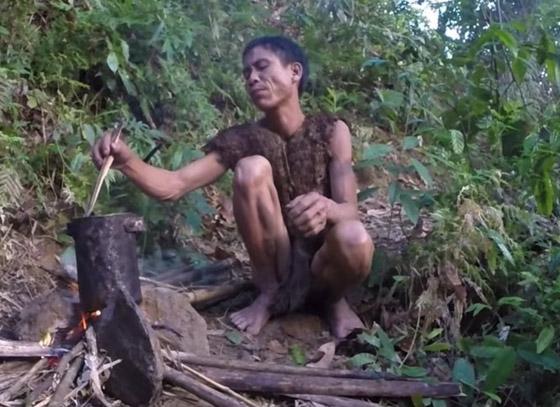 بالفيديو والصور: طرزان حقيقي عاش في الأدغال 40 سنة وقتله السرطان صورة رقم 12