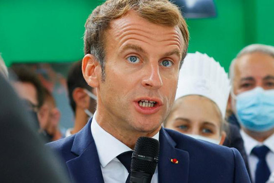بالفيديو: الاعتداء على الرئيس الفرنسي ماكرون ورشقه بالبيض! صورة رقم 6
