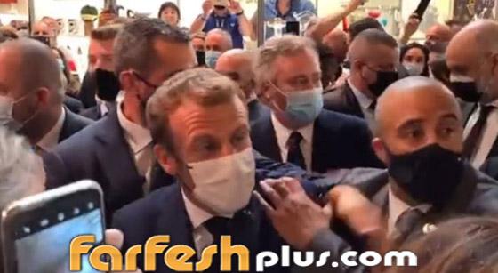 بالفيديو: الاعتداء على الرئيس الفرنسي ماكرون ورشقه بالبيض! صورة رقم 4