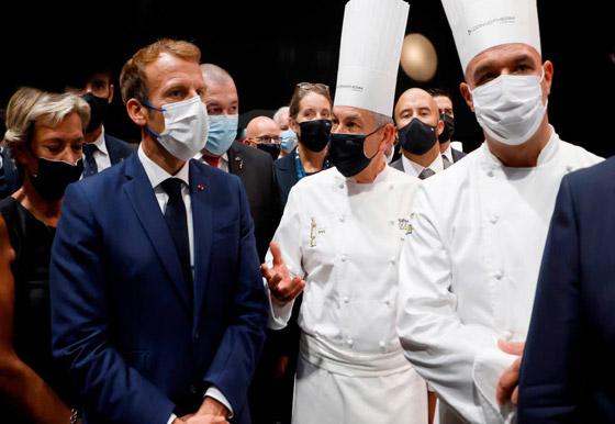 بالفيديو: الاعتداء على الرئيس الفرنسي ماكرون ورشقه بالبيض! صورة رقم 7