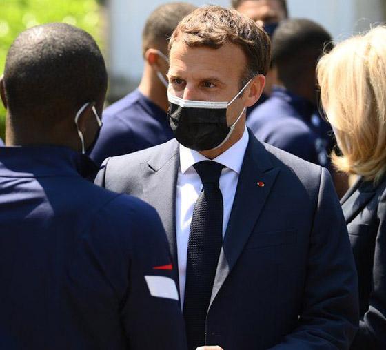 بالفيديو: الاعتداء على الرئيس الفرنسي ماكرون ورشقه بالبيض! صورة رقم 8
