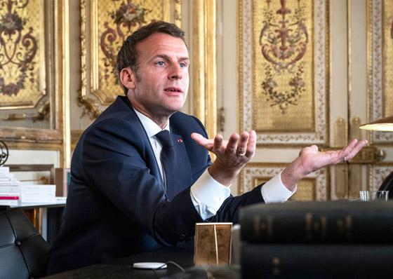 بالفيديو: الاعتداء على الرئيس الفرنسي ماكرون ورشقه بالبيض! صورة رقم 12