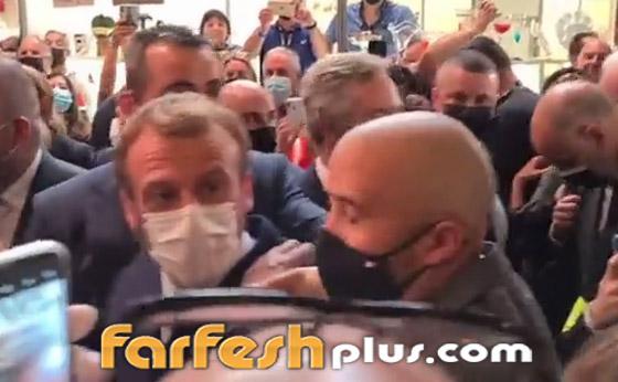 بالفيديو: الاعتداء على الرئيس الفرنسي ماكرون ورشقه بالبيض! صورة رقم 3
