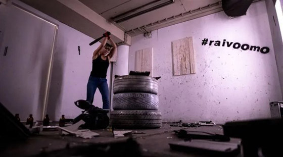 قاعة للتنفيس عن الغضب الناجم عن كورونا في فنلندا صورة رقم 1