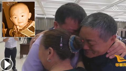 ظل يبحث 40 عاما سيرا على الأقدام.. فيديو مؤثر للقاء أب بابنه المختطف